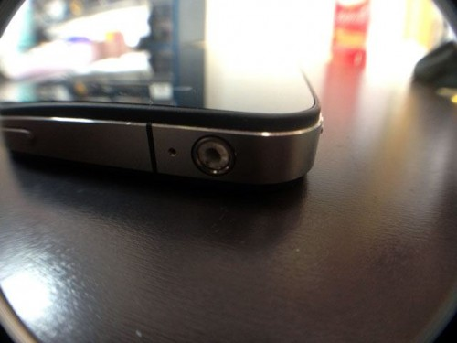 iPhoneのイヤホンジャックに折れたイヤホンピアス
