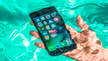 iPhoneが水没したかを確認する端末別の方法!赤色の水没マークが表示される場所を図解で解説!