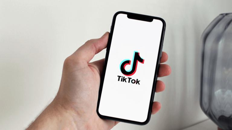 Tik Tokのダイナミック壁紙をiPhoneのホーム画面に設定する方法