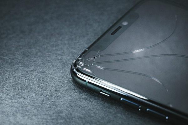 iPhoneのゴーストタッチの現員は画面のひび割れ