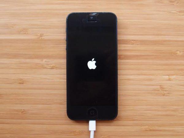 iPhoneの電源をオンにする