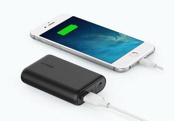 モバイルバッテリーでiPhoneを充電する