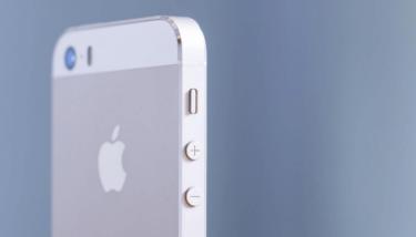 iPhone SEを充電中に異音が!ブチっと潰れ・弾けたような音が?原因と対処法を解説